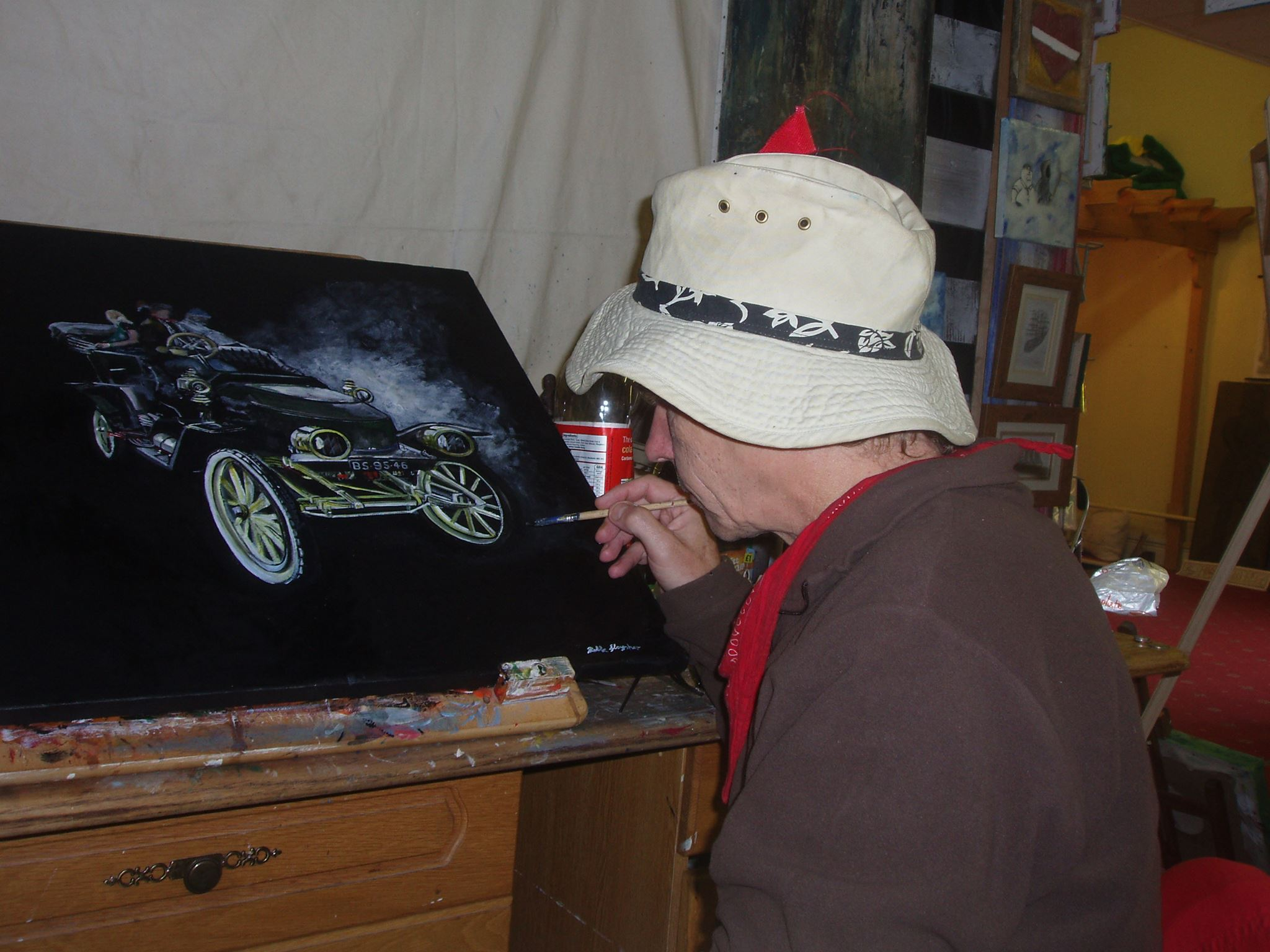 Artist Rowland Glaysher at isle of wight railway steampunk event
